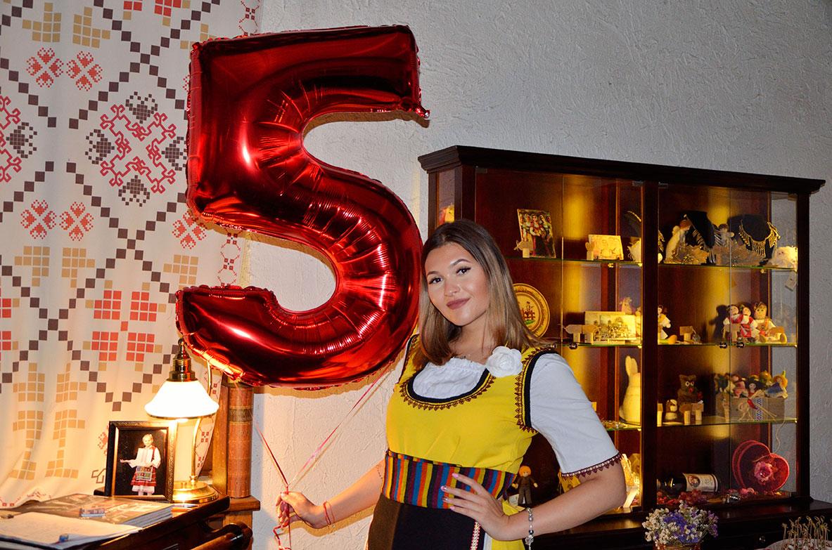 хостеса празненство 5 години ресторант МоМа