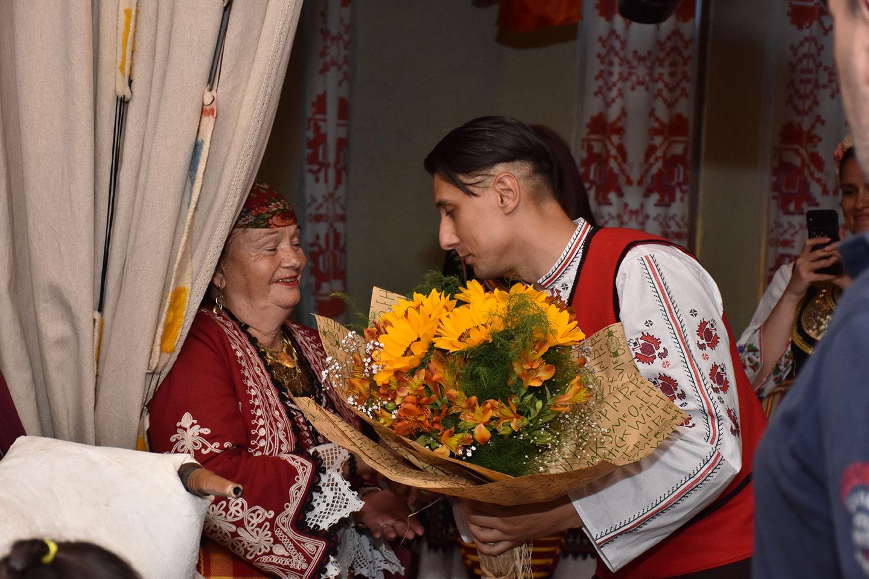 рожден ден традиционни носии в мома 3