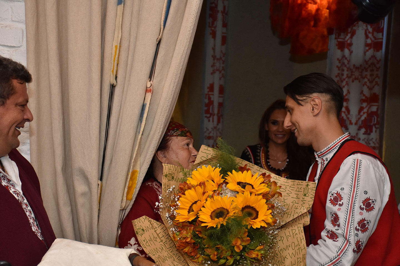 рожден ден традиционни носии в мома 2