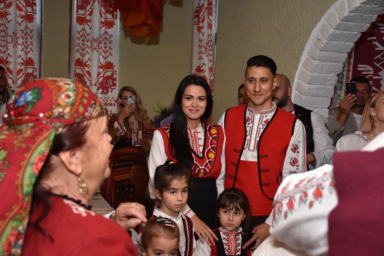 рожден ден традиционни носии в мома 7